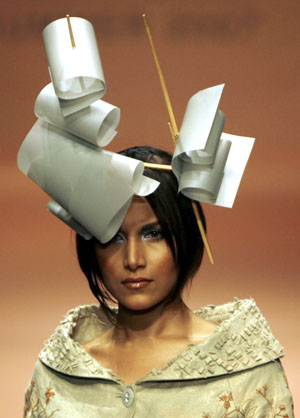 http://dogstarbrixton.files.wordpress.com/2010/09/lakme-fashion-show-funny-hat21.jpg